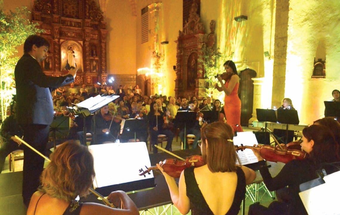 Aisha y Darwin en memorable concierto