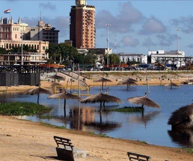 Asunción celebra Día del Agua con música en su bonita, pero contaminada bahía