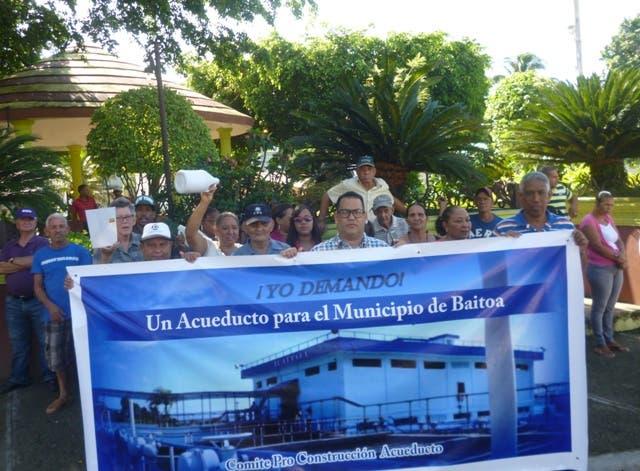 Comunitarios de Baitoa demandan construcción de acueducto