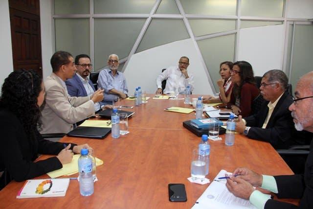 Ministro de Cultura explica a Coalición de Educación Digna situación Escuelas Bellas Artes