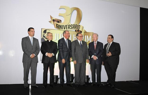Julio Hazim celebra 30 años en TV; se lleva Revista 110 a Coral 39