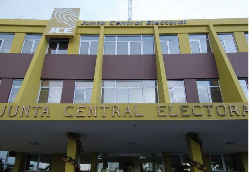 Aquino aboga JCE reglamente primarias partidos como 2007