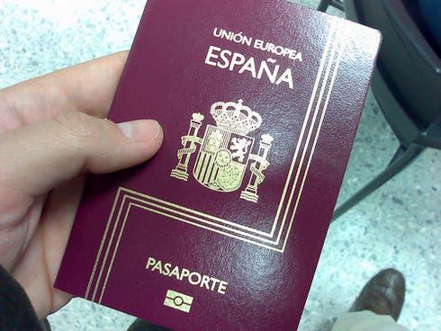 Casi 125 mil españoles dejaron el país, la mayoría extranjeros nacionalizados