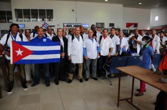 regresan-medicos-cubanos-580x384