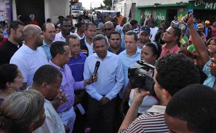 Radhamés Segura recibe respaldo en barrios de  Santo Domingo Este