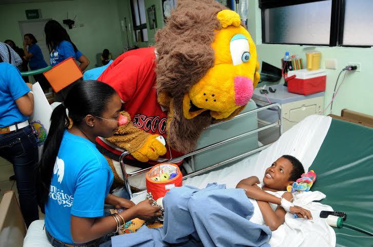 18-3-2015. Voluntariado BIJRD en visita a hospital Robert Reid. Angel Gonzalez.
