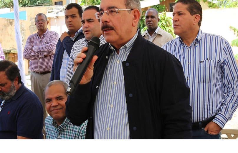Presidente Medina autoriza préstamo a pescadores de Guayacanes