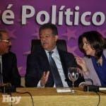 El presidente Medina, Leonel Fernández y Margarita Cedeño dialogan en la reunión del CP del 19 de abril.