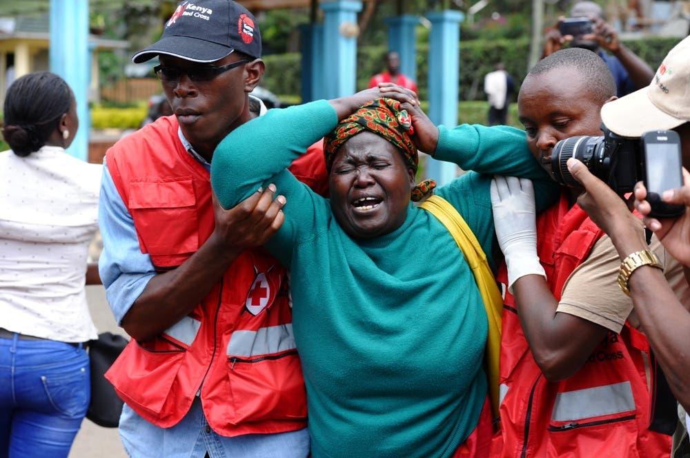 Pascua de luto en Kenia por la matanza, identifican un asaltante