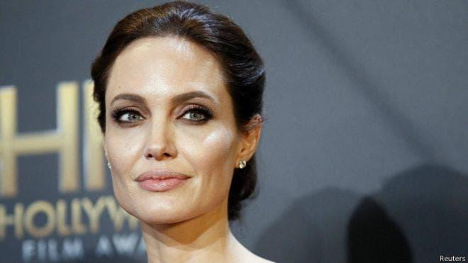 La actriz estadounidense Angelina Jolie, crítica con el tratamiento que las autoridades birmanas dan a la minoría musulmana de los rohingyas, llegó el miércoles a Birmania para efectuar un viaje humanitario, invitada por la opositora Aung San Suu Kyi, archivo