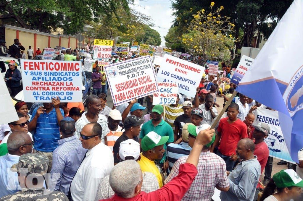 Los manifestantes rechazan Ley 123-15 que crea el Servicio Nacional de Salud, por entender que están excluidos de legislaciones. Hoy / Francisco Reyes / 01 / 05 / 2015 /
