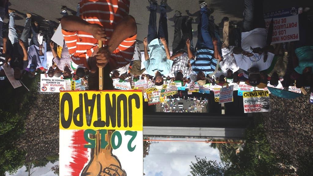 Trabajadores marchan al Palacio y dan plazo hasta 13 de mayo para aumento salarial
