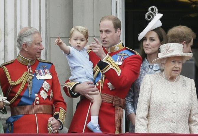 Príncipe Guillermo denuncia el acoso de los paparazzi a su hijo