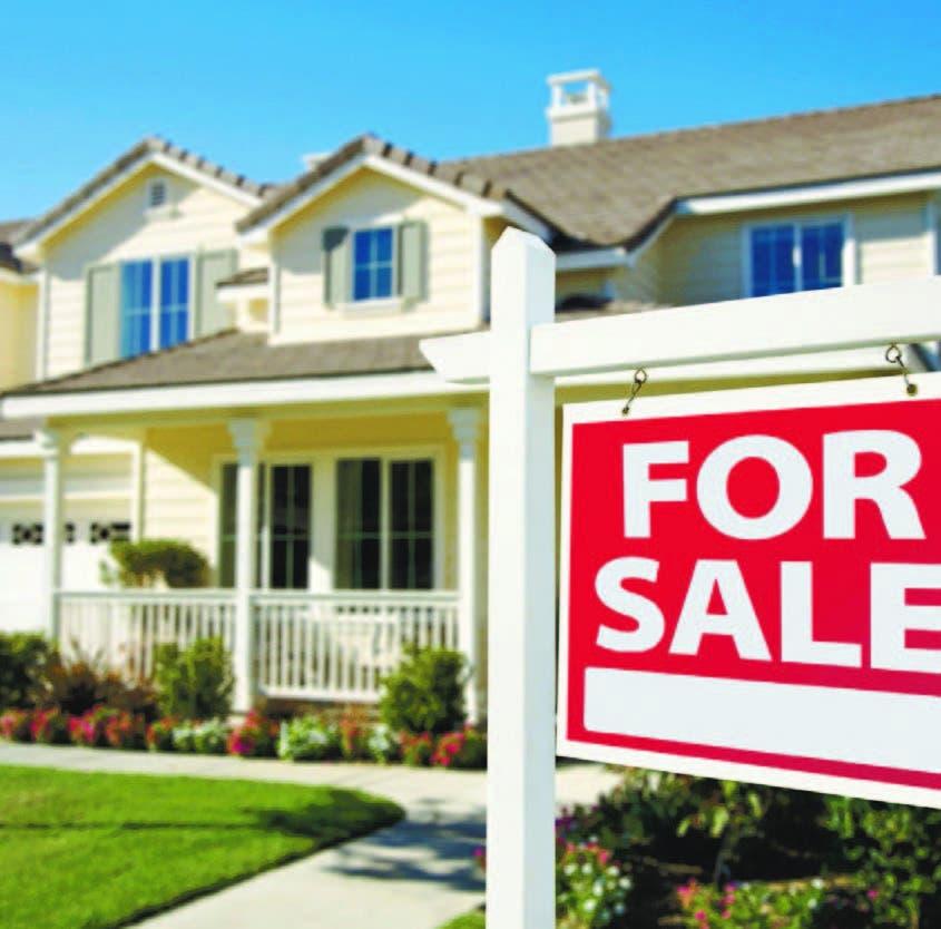 La venta de casas ha subido en meses recientes porque a medida que mejora la economía aumentan las contrataciones y más gente puede solventar una compra.