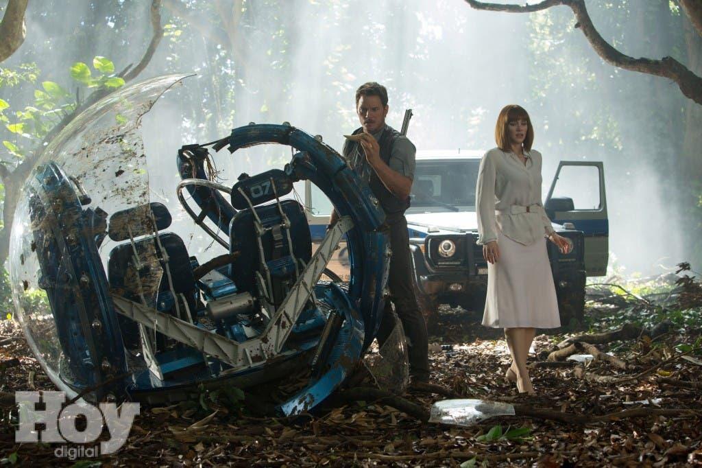 """Chris Pratt y Bryce Dallas Howard en una escena de """"Jurassic World,"""". (Chuck Zlotnick/Universal Pictures via AP)"""