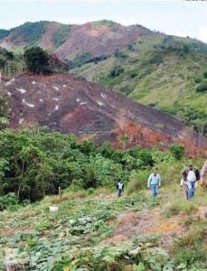 De las montañas deforestadas bajan los suelos erosionados