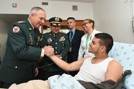 El subteniente Cristián Moscoso, que permaneció 12 días en poder de las Fuerzas Armadas Revolucionarias de Colombia (FARC) tras ser capturado en un enfrentamiento, fuente externa