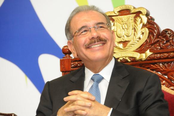 Danilo Medina sonrie