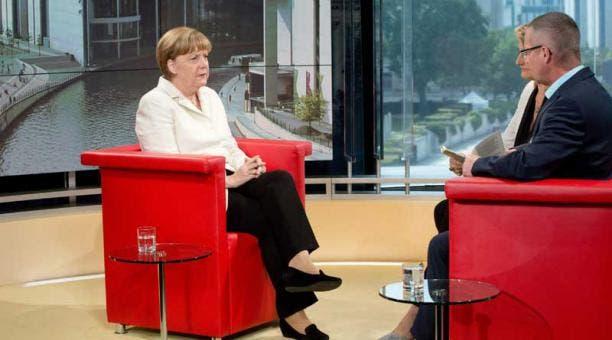 Merkel ha reconocido en varias ocasiones en las últimas semanas la existencia de un debate con distintas opiniones, incluso en el seno de su partido, pero ha insistido en que para ella el matrimonio debe ser entre un hombre y una mujer. EFE