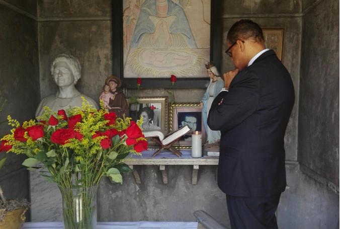 Modesto en tumba Balaguer