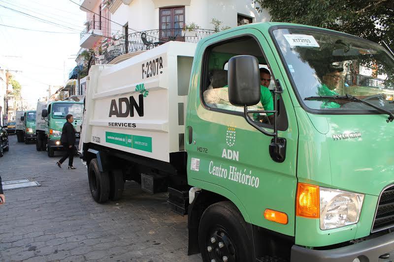 Unidades recolectoras de basura al servicio del Ayuntamiento del Distrito Nacional, fuente externa