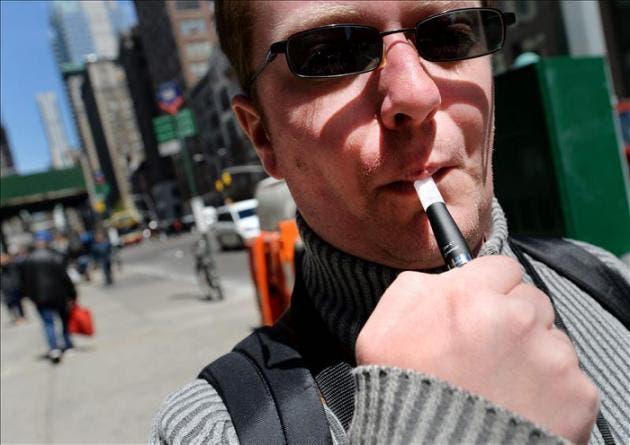 Los últimos años han aumentado los incedios relacionados con cigarrillos electrónicos. EFE.