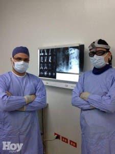 Los doctores  Iohan Fernández, Dr. Piero Perrone, feunte externa