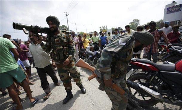 Al menos seis personas han muerto y siete resultaron heridas en un ataque perpetrado por un grupo de hombres vestidos con uniforme militar contra varios objetivos, fuente externa