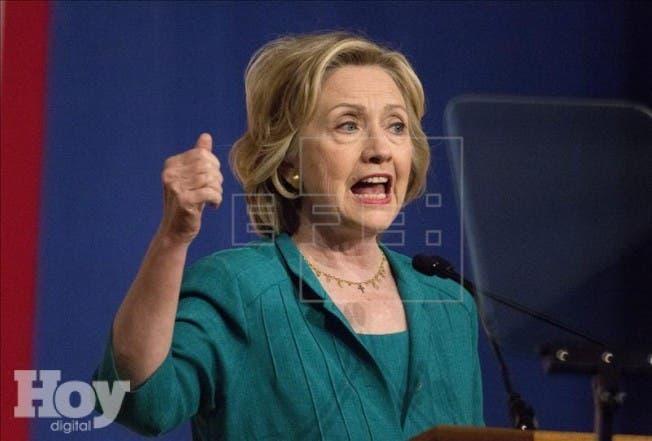 La precandidata demócrata a la Presidencia de EE.UU. Hillary Clinton pronuncia un discurso durante un acto de campaña en Miami, Florida, de 2015. EFE