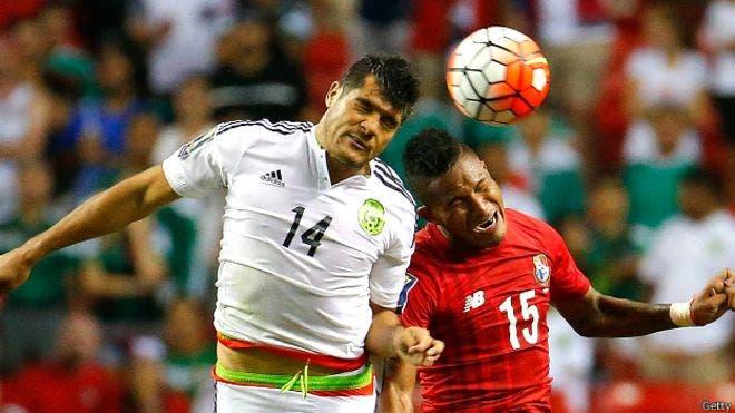 Dos penales polémicos han vuelto a poner a la selección de México como una de las menos queridas en el continente. BBC Mundo.