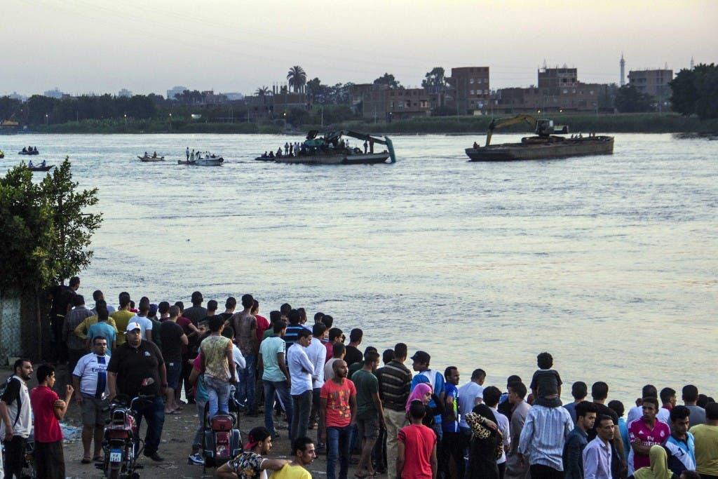EL CAIRO, Egipto (AP) — Equipos de búsqueda egipcios han recuperado otros 13 cadáveres tras la colisión de dos navíos en el río Nilo, foto de AP