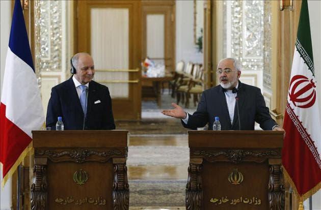 El ministro iraní de Asuntos Exteriores, Mohamad Javad Zarif (d), y su homólogo francés, Laurent Fabius, ofrecen una rueda de prensa al final de su encuentro en Teherán. EFE