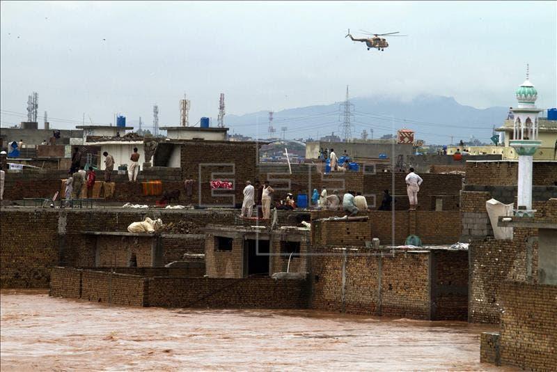 Al menos 16 muertos y cientos de miles de afectados por lluvias en Pakistán