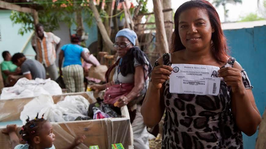 Una de las nacionales haitianas beneficiadas con el Plan Nacional de Regularización, fuente externa