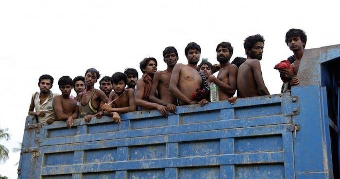 La ONG asegura que muchos migrantes terminan en manos de los traficantes de personas, que los venden a barcos pesqueros y otros sectores industriales en Tailandia y Malasia. FOTO. EFE