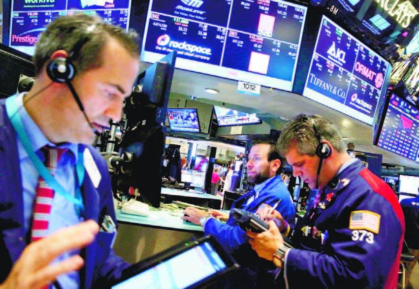 Agentes de cambio y bolsa trabajan en el parqué neoyorquino en Estados Unidos. EFE/Archivo