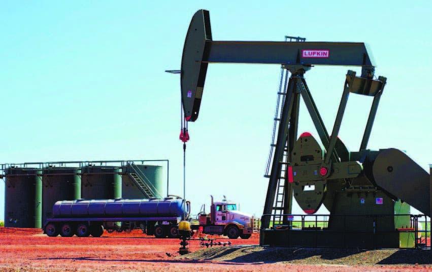 Explica que esa caída de las materias primas se debió a un aumento de la oferta de petróleo.