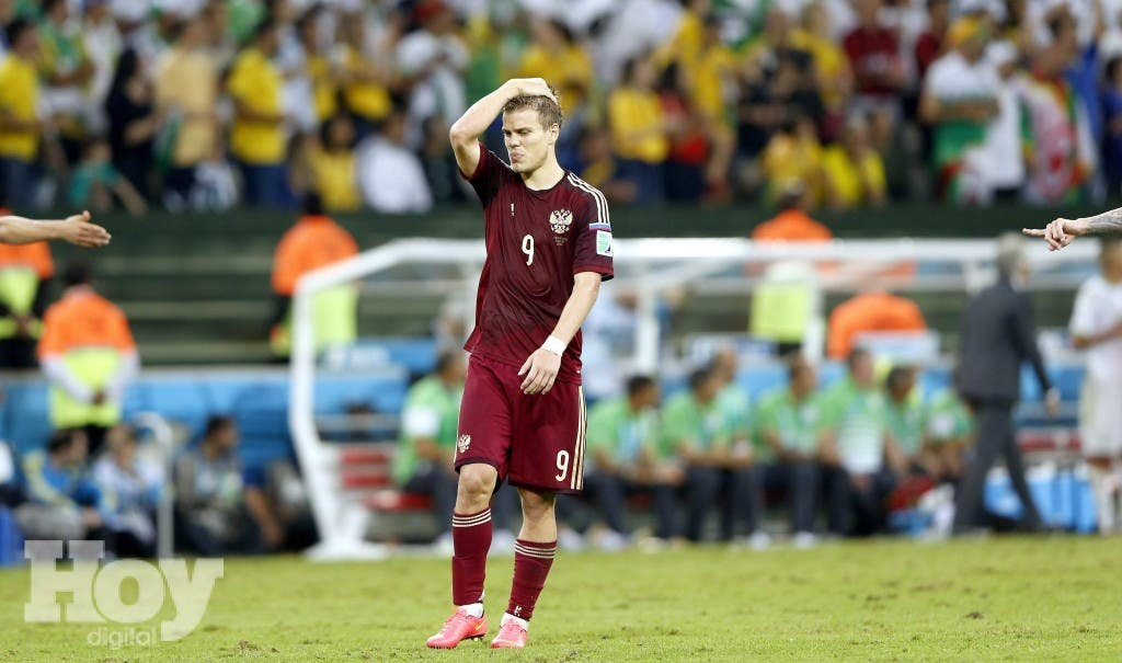 . Curitiba (Brazil), 26/06/2014.- Alexander Kokorin of Russia reacts during the FIFA World Cup 2014 group H preliminary round match between Algeria and Russia at the Arena da Baixada in Curitiba, Brazil, 26 June 2014.   (RESTRICTIONS APPLY: Editorial Use Only, not used in association with any commercial entity - Images must not be used in any form of alert service or push service of any kind including via mobile alert services, downloads to mobile devices or MMS messaging - Images must appear as still images and must not emulate match action video footage - No alteration is made to, and no text or image is superimposed over, any published image which: (a) intentionally obscures or removes a sponsor identification image; or (b) adds or overlays the commercial identification of any third party which is not officially associated with the FIFA World Cup) (Rusia, Brasil, Mundial de Fútbol) EFE/EPA/RUNGROJ YONGRIT EDITORIAL USE ONLY