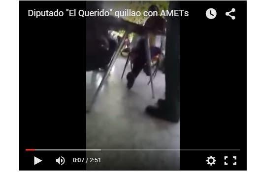 En un vídeo, que dura unos cinco minutos, se ve al dirigente peledeista fuera de si diciéndoles palabras groseras a los agentes.