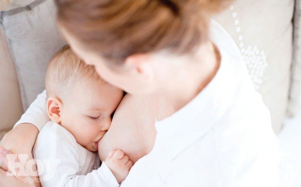 La alimentación del seno materno es recomendable durante seis meses y prolongarla hasta los dos años, si es necesario. Foto cedida
