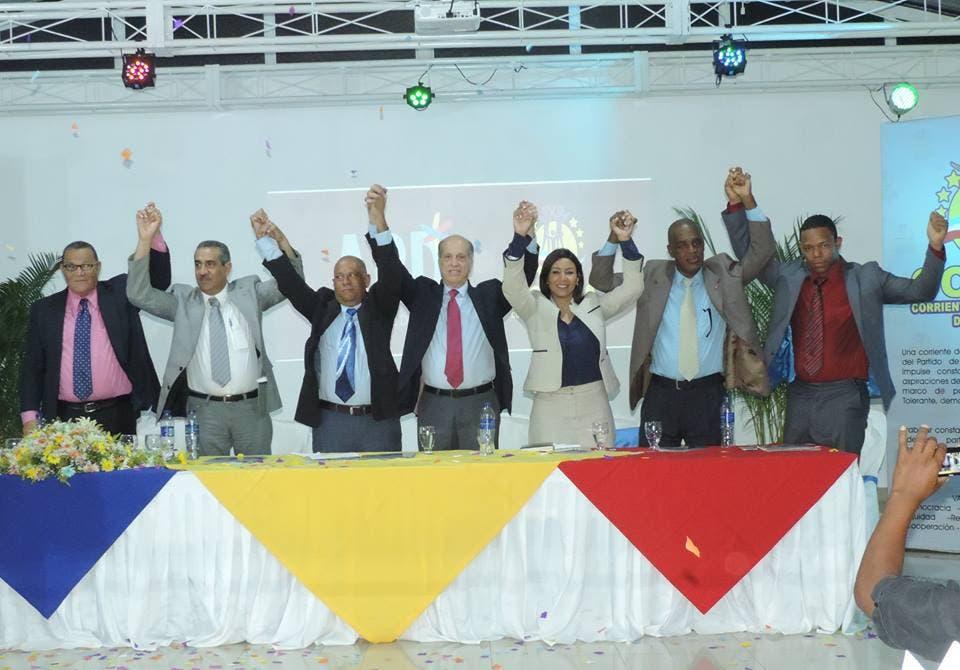 Los miembros del PLD y APD al firmar acuerdo, fuente externa