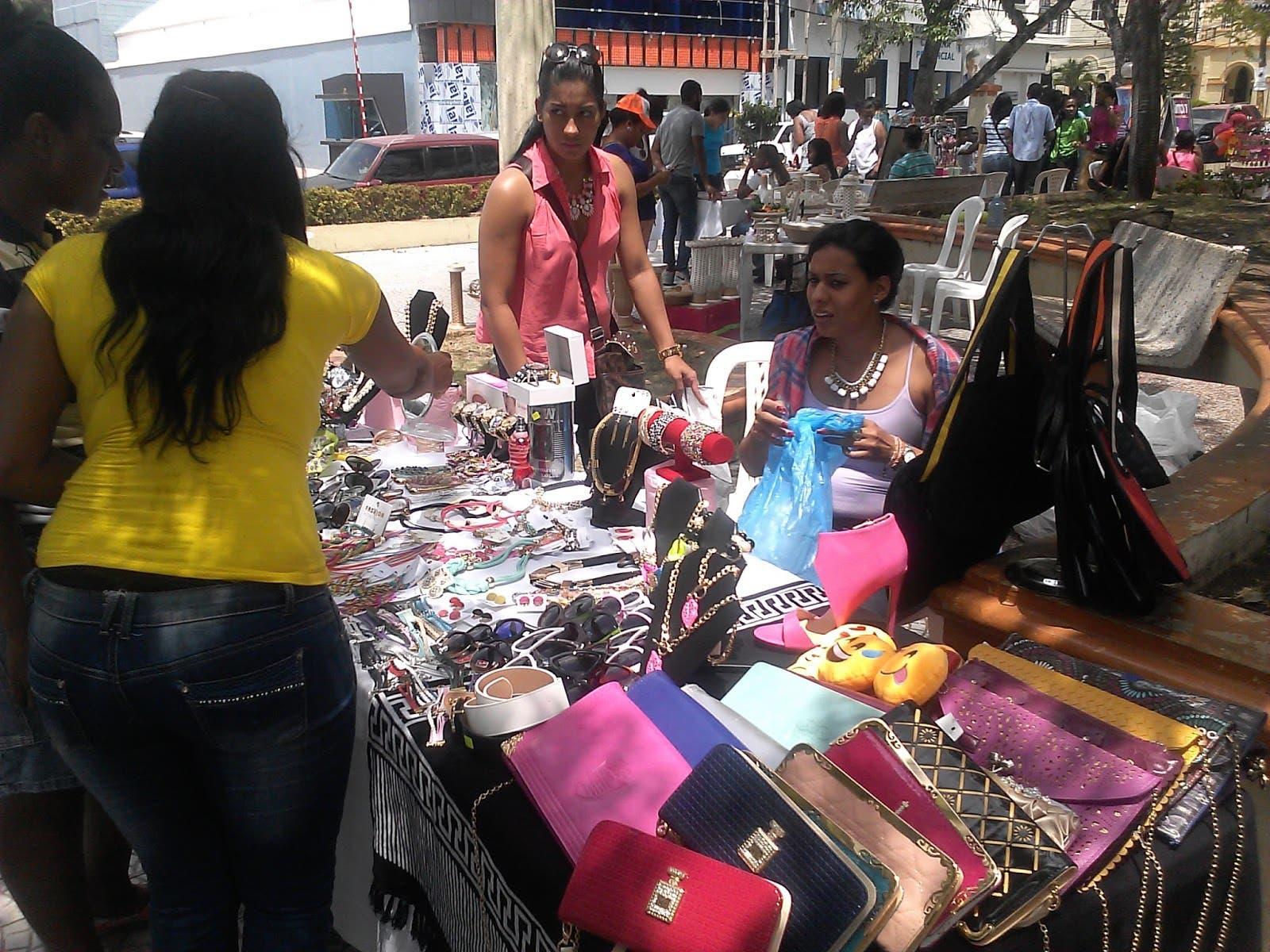 Artesanos realizan bazar en San Cristóbal