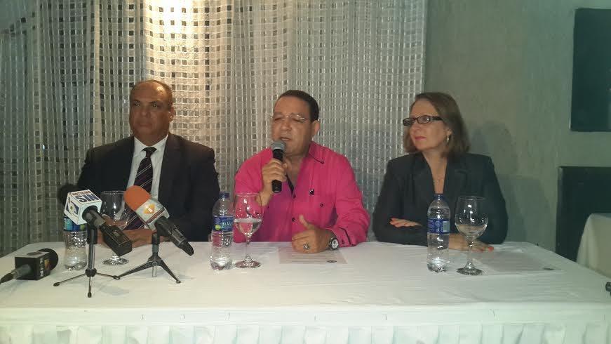 La Cámara Minera Petrolera de la República Dominicana llamó hoy a las  autoridades  públicas y empresas privadas a apegarse a la Ley 146 de Minería, así lo afirmó el presidente de la entidad José Sena, fuente externa