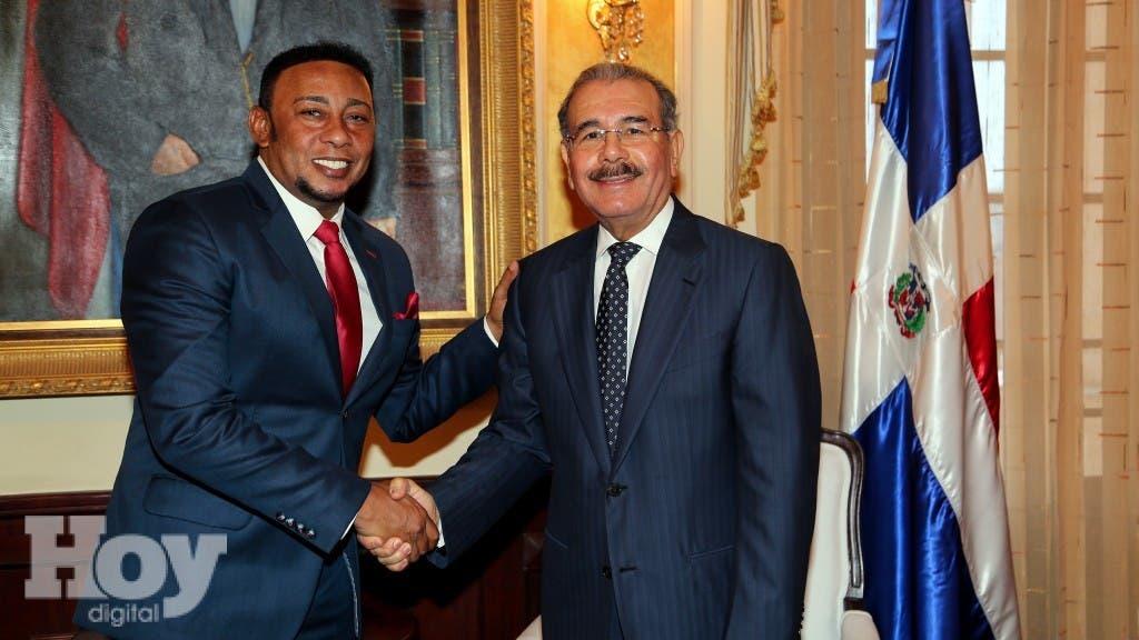 El cantante de bachata Domingo Antonio Santos Muñoz (Anthony Santos), visitó al presidente Danilo Medina,  fuente externa