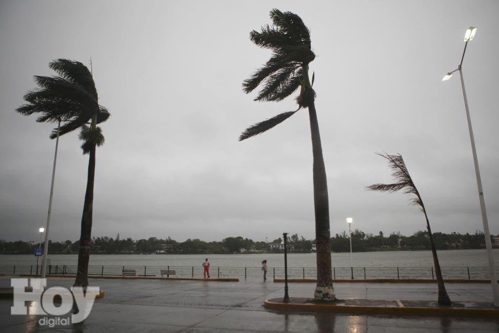 La Oficina Nacional de Meteorología señala una serie de recomendaciones sobre qué hacer antes, durante y después de su paso. AP