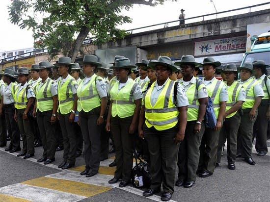 Amet lanza a las calles 580 agentes por Viernes Negro