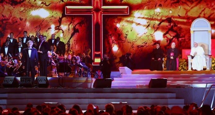 Francisco comparte escenario con la Reina del Soul, Bocelli
