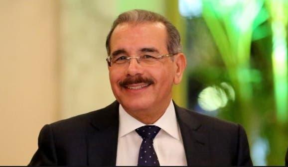 Danilo Medina sonrie RD