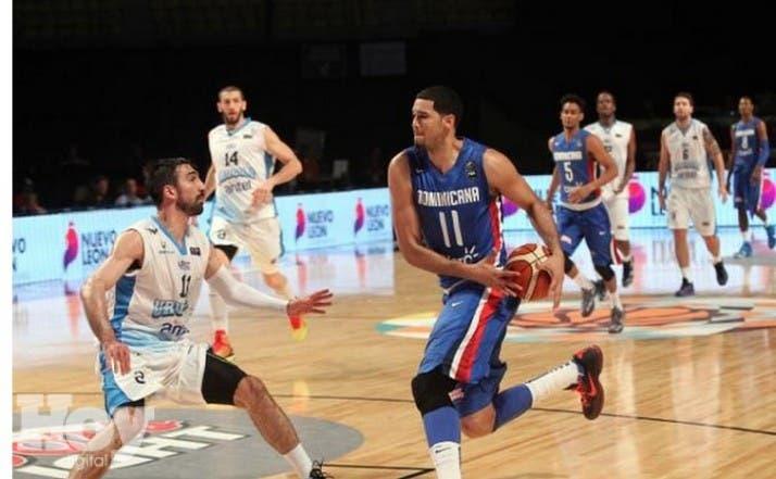 República Dominicana conquistó hoy su segunda victoria en fila al superar a Uruguay por 70-90 en la cuarta jornada de la competición que tiene como escenario el Palacio de los Deportes de la capital mexicana.