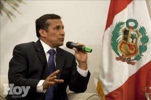 Humala afronta encrucijada con ley para que Petroperú opere campo petrolífero